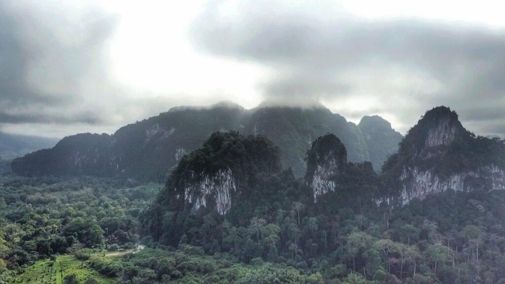 drone khao sok montagne