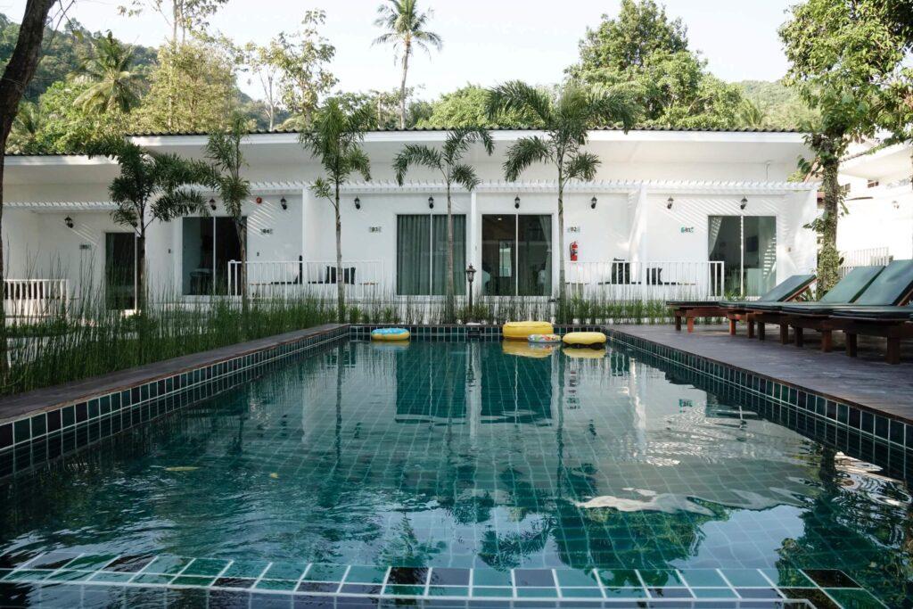 whalecome hotel ao nang